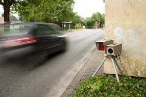 Geblitzt: Wer den Anhörungsbogen nach einer Geschwindigkeitsüberschreitung ausfüllen will, muss sich nicht selbst belasten.
