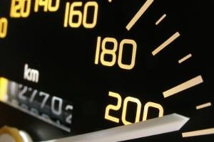 Auf der Autobahn ohne Tempolimit gilt die Richtgeschwindigkeit von 130 km/h.