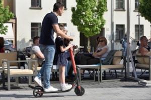 Sie können einen E-Scooter ohne Führerschein mieten.
