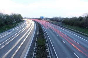 Höchstgeschwindigkeit außerorts: Auf der Autobahn gilt Richtgeschwindigkeit.